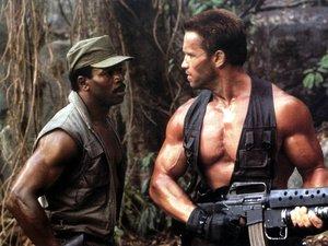 zdjęcie z filmu Predator. Carl Weathers, Arnold Schwarzenegger