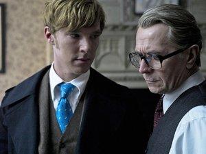 zdjęcie z filmu Szpieg. Gary Oldman, Benedict Cumberbatch
