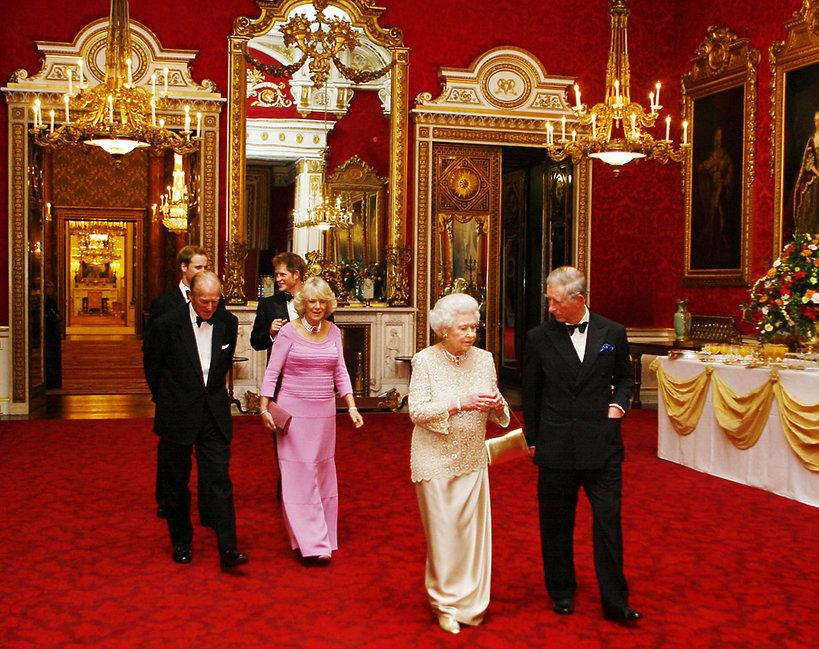 zebranie w Pałacu Buckingham królowa Elżbieta II