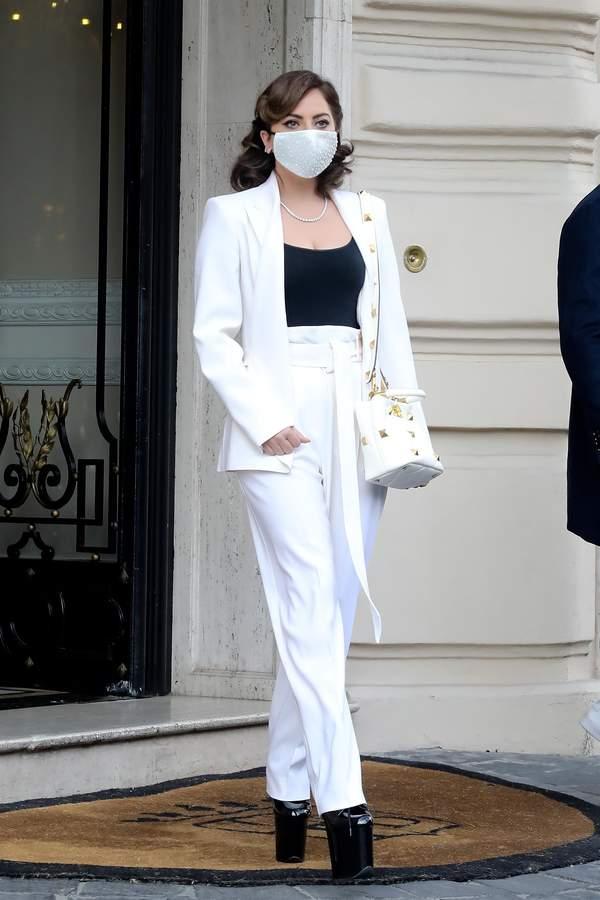 Zmiana koloru włosów Lady Gaga 2021