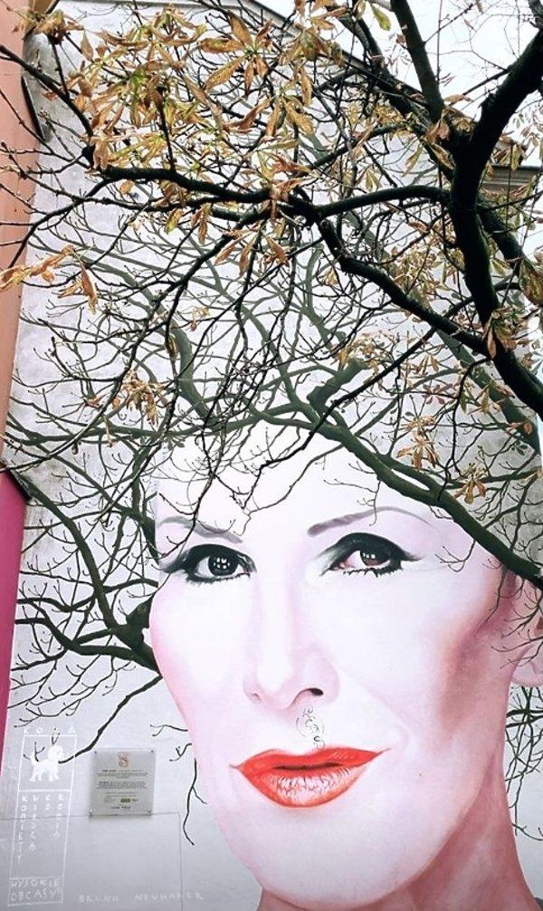 Zniszczono mural Kory