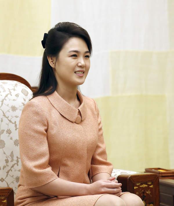 Żona Kim Dzong Una żyje. Jak wygląda?
