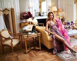 Jessica Mercedes na fotelu