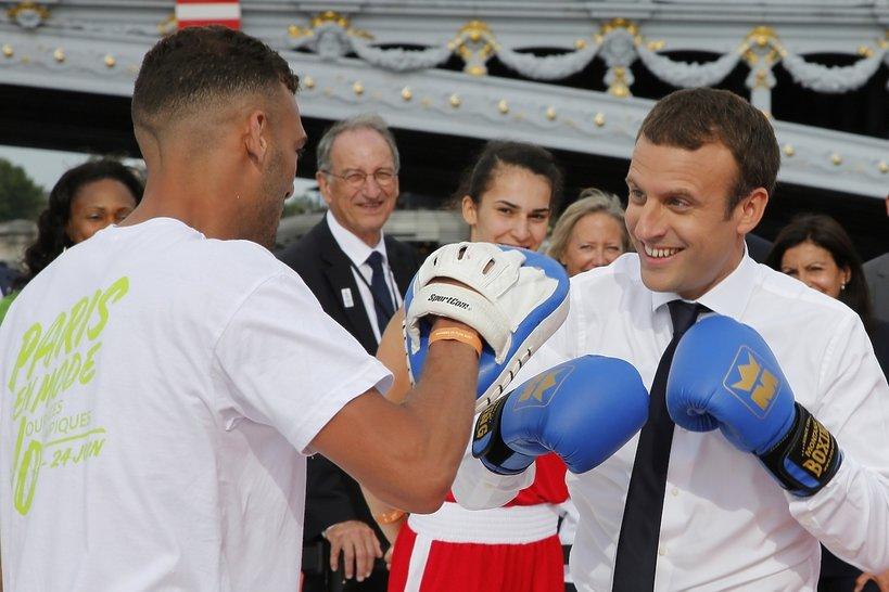 Emmanuel Macron, Olimpiada w Paryżu w 2024, Macron na wózku, Macron gra w piłkę i uprawia sport
