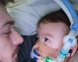 Alfie Evans, chory chłopiec walczy o życie. Tom Evans oskarży lekarzy o próbę morderstwa