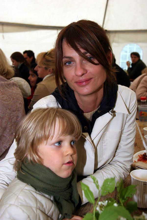 Aneta Kręglicka z synem, Aleksander Żak, Góra Kalwaria, 08.05.2005 rok