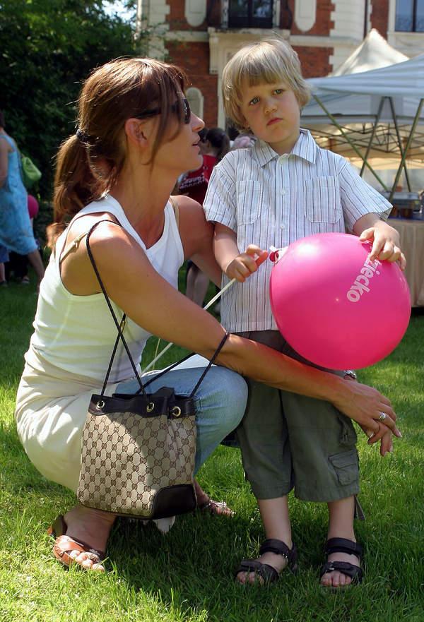 Aneta Kręglicka z synem, Aleksander Żak, Warszawa, 29.05.2005 rok