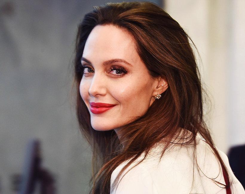 Angelina Jolie, uśmiechnięta aktorka świętuje trochę urodziny