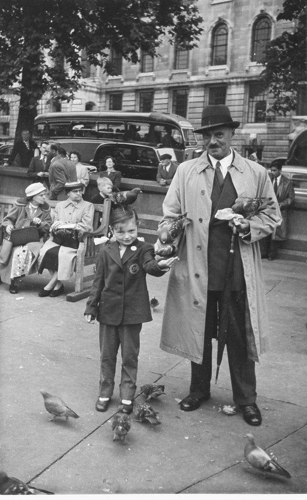 Anna Maria Anders z ojcem na Trafalgar Square w 1956 roku