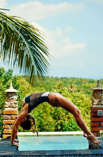 Anna Skura ćwiczy jogę na Bali