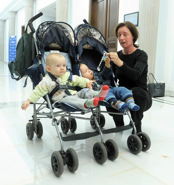 Barbara Sienkiewicz z dziećmi, Warszawa 02.10.2015 Konferencja prasowa dotycząca przyznania emerytury Barbarze Sienkiewicz