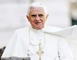 """Benedykt XVI przerywa milczenie! W wywiadzie-rzece mówi o powodach abdykacji, """"gejowskim lobby"""" i celibacie"""