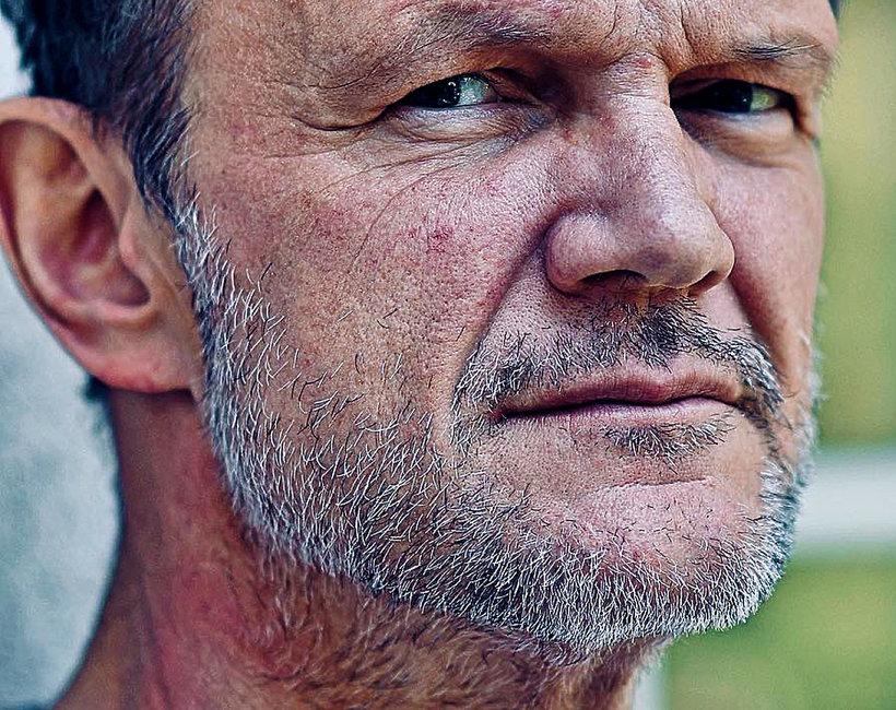 Cezary Pazura na zdjęciu Edyty Pazury. Dlaczego aktor ma bliznęna szyi?