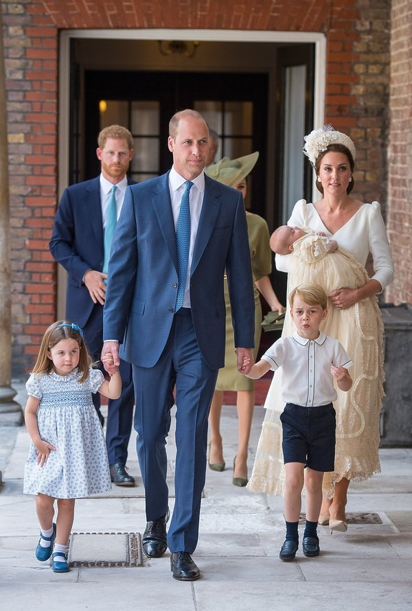 Chrzest księcia Louisa: tak wyglądała księżna Kate, Meghan, Harry, William, Charlotte i George