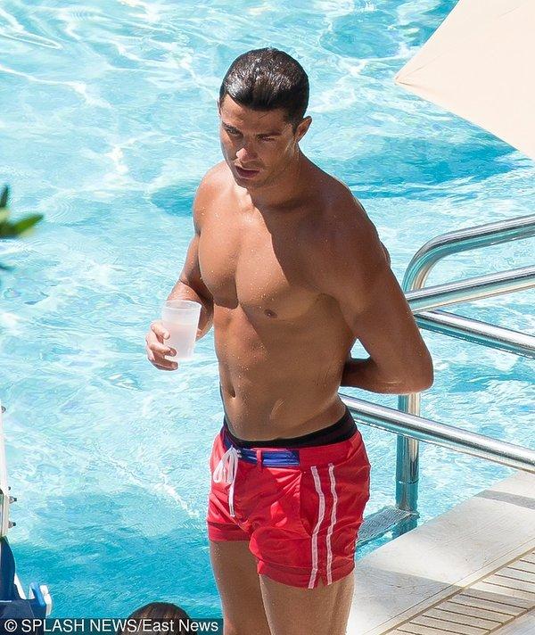 Cristiano Ronaldo bez koszulki