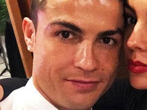 Cristiano Ronaldo i Georgina Rodriguez odwiedzili rodzinny dom piłkarza Realu Madryt