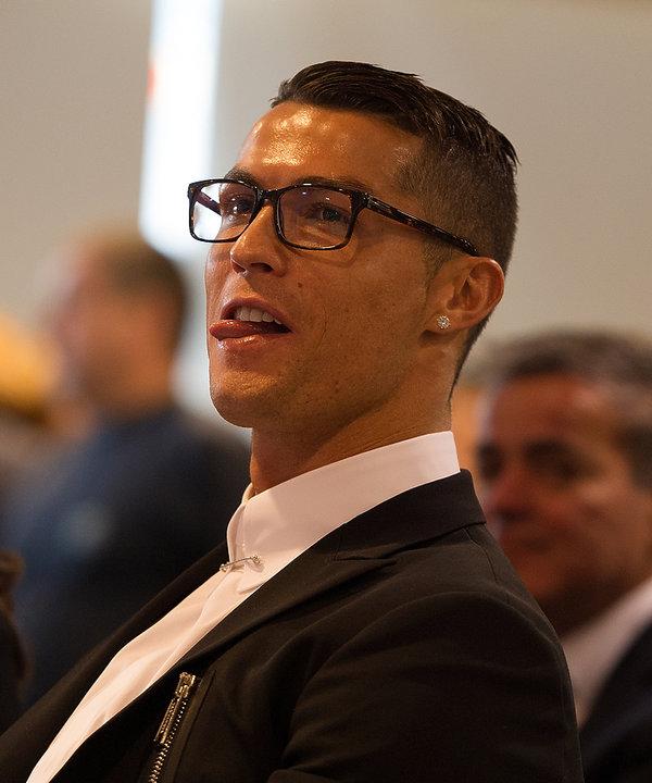 Cristiano Ronaldo w okularach