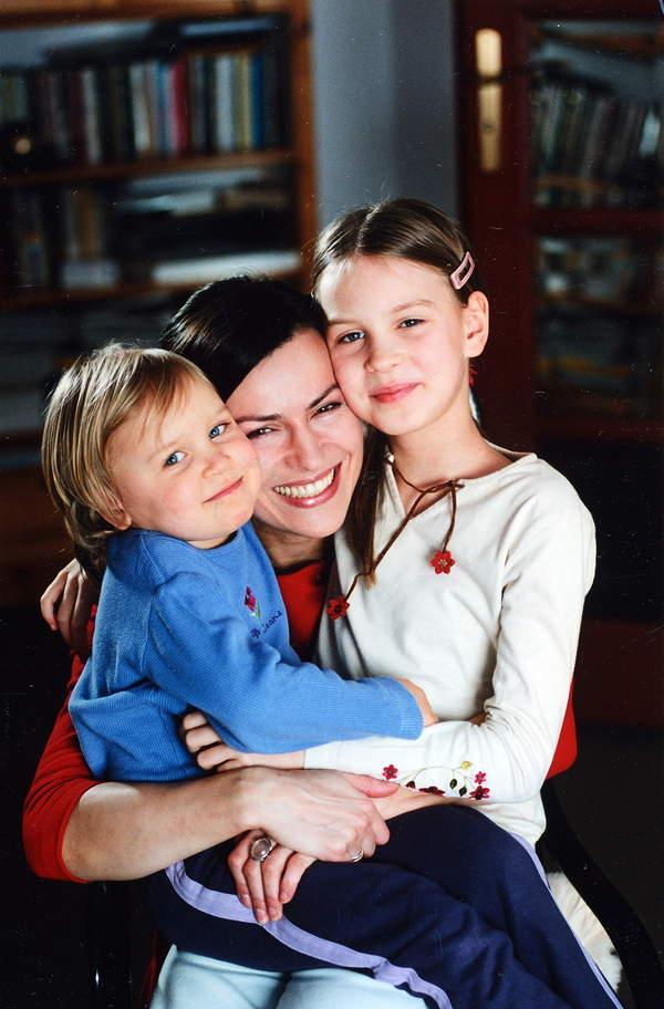 Danuta Stenka, Wiktoria Grzelak, Paulina Grzelak, styczeń 2001