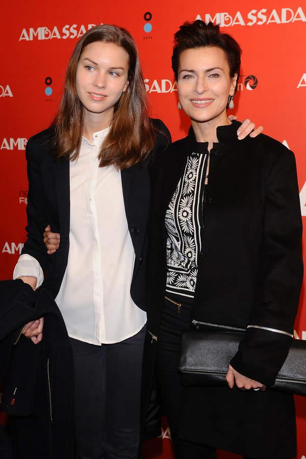 Danuta Stenka z córką Pauliną Grzelak, uroczysta premiera filmu Ambassada, 17.10.2013, Warszawa