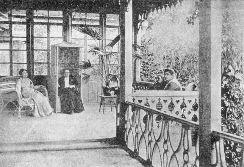 Dom w Żarnowcu. Od lewej: Maria Dulębianka, Maria Konopnicka, Stefania Weschlerowa, Zofia Poznańska, 1903
