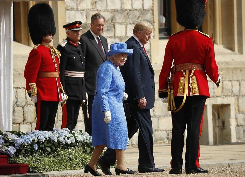Donald Trump upokorzył krolową Elżbietę II i zaliczył trzy wpadki