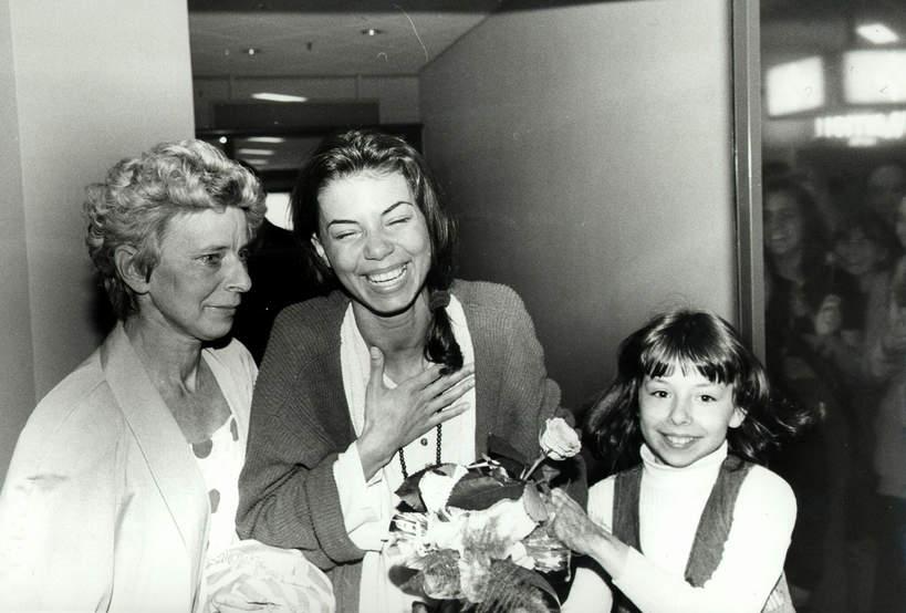 Edyta Górniak, Dariusz Kordek, Grażyna Jasik, siostra przyrodnia Edyty Górniak, maj 1994, po powrocie z Eurowizji