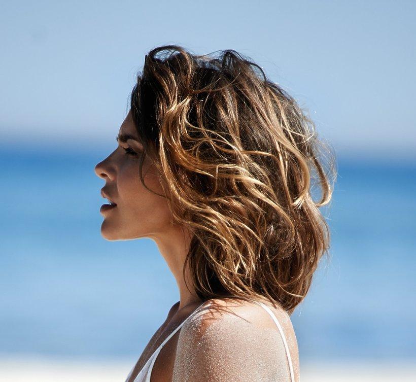 Edyta Herbuś na plaży