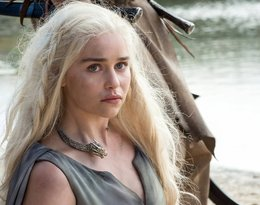 """Emilia Clarke jako Daenerys Targaryen w """"Grze o tron"""""""