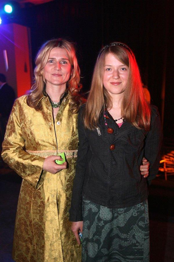 Grażyna Błęcka-Kolska z córką Zuzanną na premierze filmu Jasminum Jana Jakuba Kolskiego, 2006 rok
