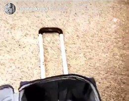 Joanna Krupa została okradziona na lotnisku. Skradli jej sukienkę na finał Top model