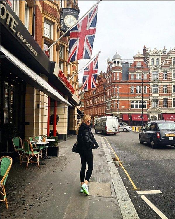 Joanna Przetakiewicz w Londynie na ulicy