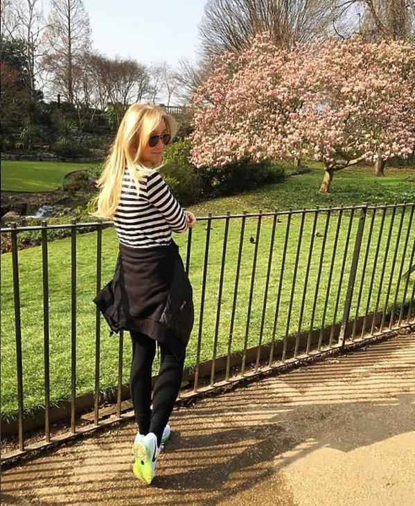 Joanna Przetakiewicz w Londynie w parku