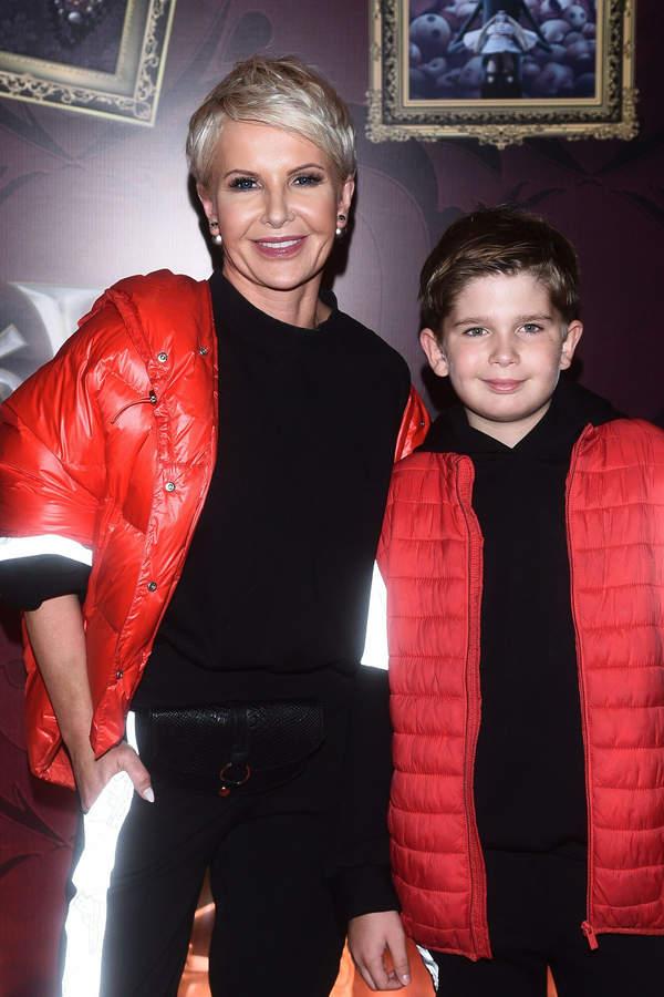 Joanna Racewicz z synem, 17.10.2019, premiera Rodziny Addamsów, Warszawa