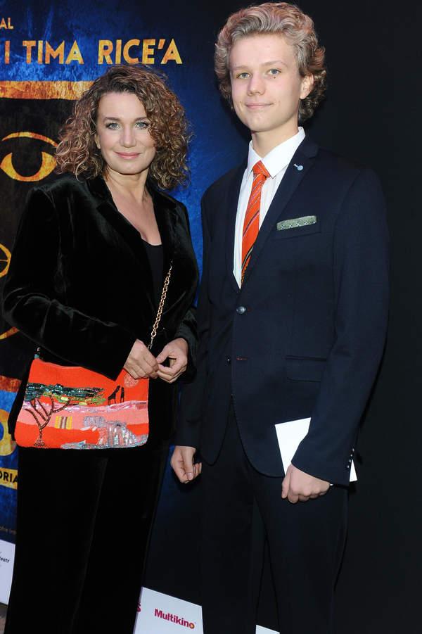 Joanna Trzepiecińska z synem, premiera spektaklu Aida, 26.10.2019, Warszawa