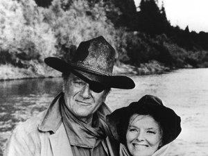 Katharine Hepburn i John Wayne