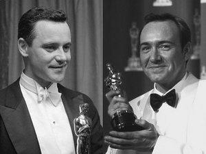 """Kevin Spacey odbiera Oscara za rolę drugoplanową w filmie  """"Podejrzani"""" w 1996 roku"""