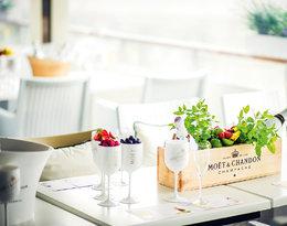 Na eleganckie letnie party - szampan z truskawkami, a na piknik? Szampański koktajl. VIVA! poleca