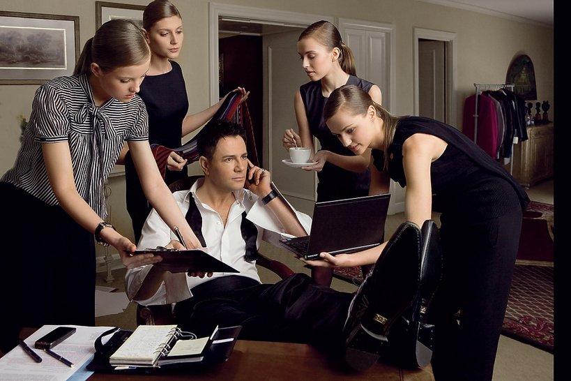 Krzysztof Ibisz z kobietami