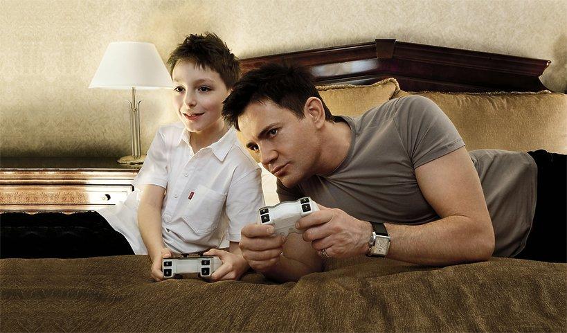 Krzysztof Ibisz z ośmioletnim synem Maksem