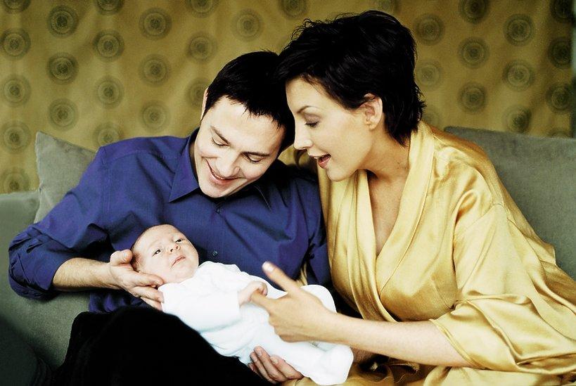"Krzysztof Ibisz z synem Maksem i żoną, ""VIVA!"" styczeń 2001"