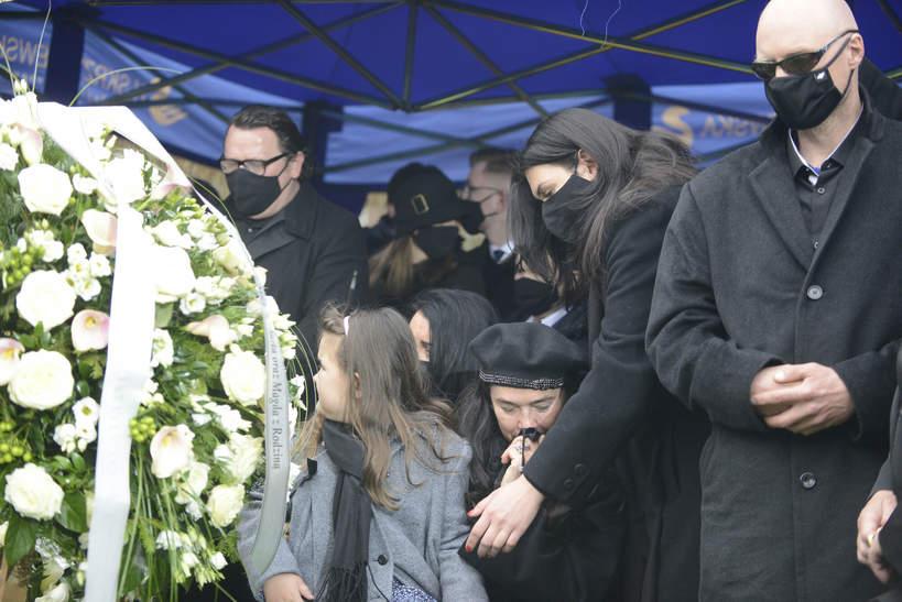 Krzysztof Igor Krawczyk, syn Krzysztofa Krawczyka na pogrzebie ojca przy trumnie, Grotniki, 10.04.2021 rok