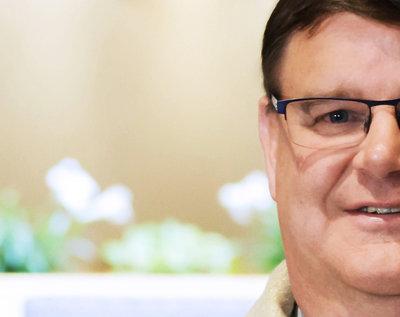 Ksiądz Gregory Greiten z Wisconsin jest gejem. Coming out księdza z USA