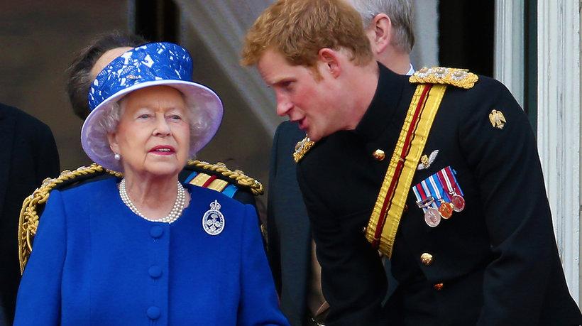 książę Harry, królowa Elżbieta II, czy Elżbieta wyklnie Harry'ego
