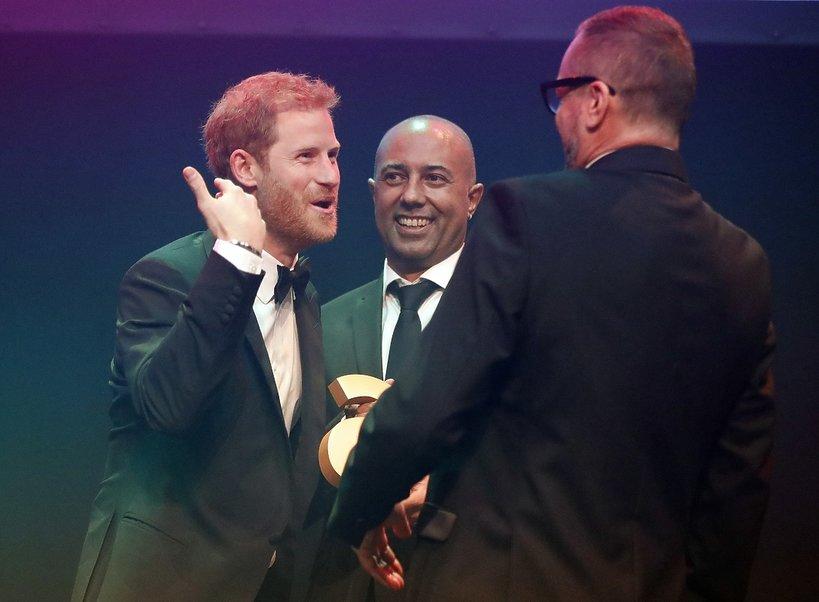 Książę Harry odebrał pośmiertną nagrodę księżnej Diany na gali Attitude Magazine