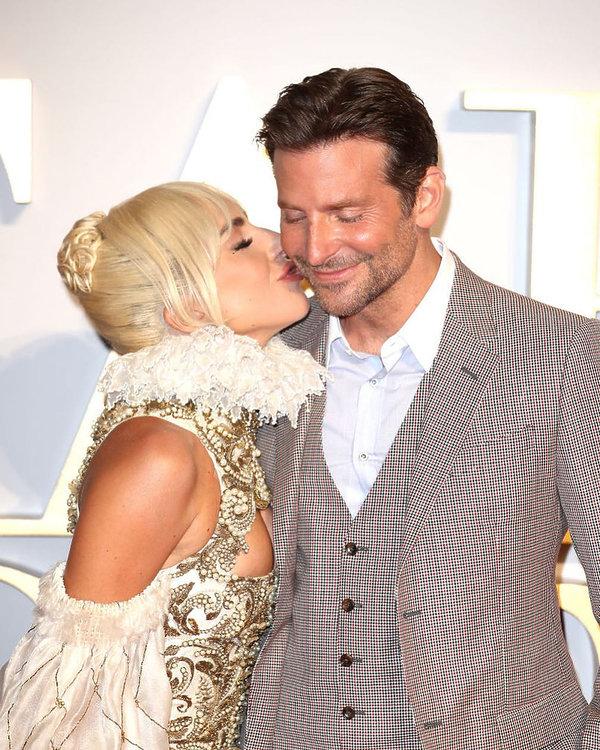 Lady GaGa i Bradley Cooper mają romans? Czułości na czerwonym dywanie