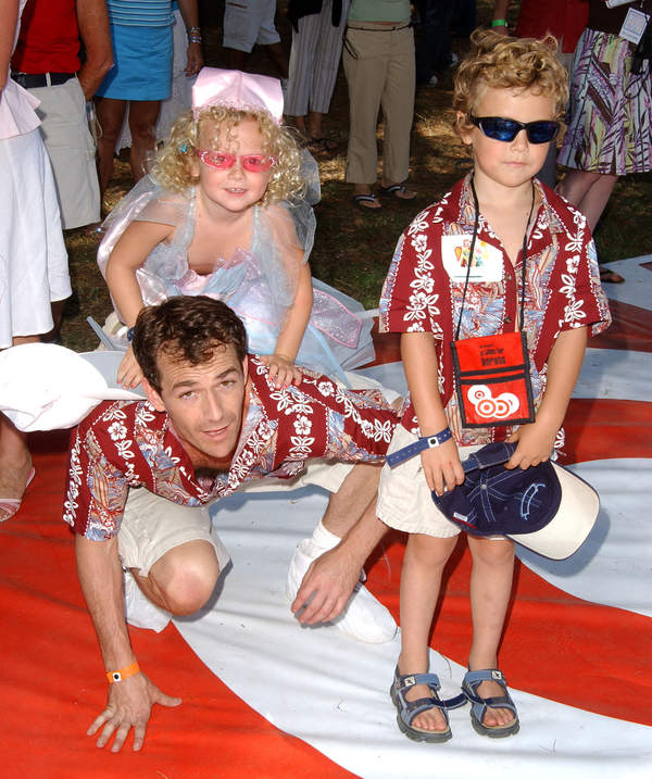 Luke Perry, Jack Perry, Sophie Perry, premiera filmu Garfield, USA, 13.06.2004 rok