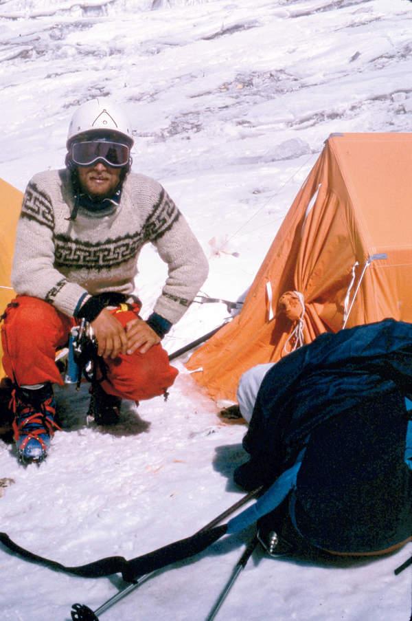 Maciej Berbeka w trakcie wyprawy na Czo Oju, luty 1985