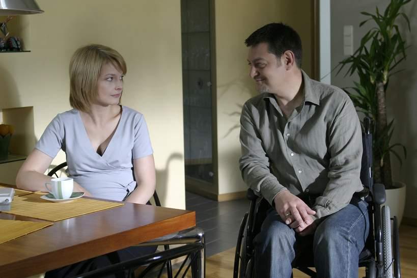 """Mariusz Sabiniewicz, Dominika Ostałowska, plan serialu """"M jak miłość"""", 19.06.2005 rok"""