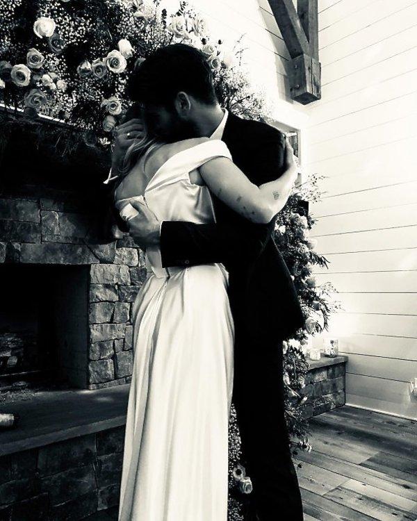 Miley Cyrus i Liam Hemsworth wzięli ślub. Suknia ślubna Miley Cyrus