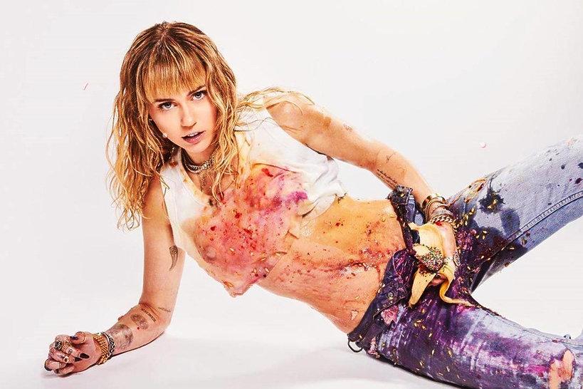 """Miley Cyrus, wokalistka szokuje w nowym teledysku do """"Mother's Daughter"""""""